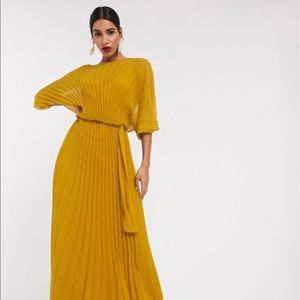 NWT: Blouson pleated maxi dress with self belt